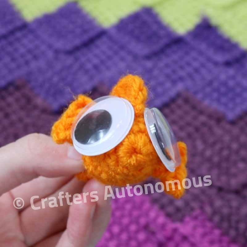 Free Crochet Pattern: Goldfish Cracker Pin! | Twinkie Chan Blog | 800x800